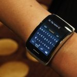 سامسونج تستعرض Gear S أول ساعة مستقلة تدعم شريحة اتصال